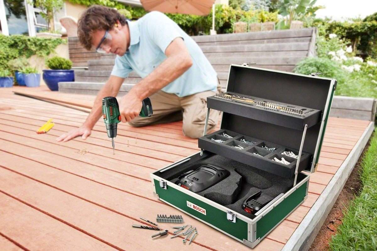 Man using the Bosch PSR 1440 LI-2